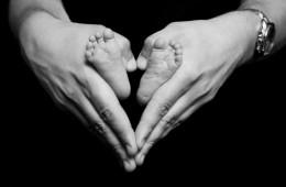 loveheart around newborn babys feet