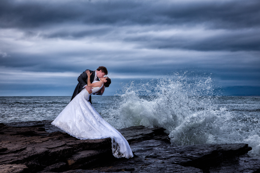 Donegal Wedding Photographer Bride And Groom By The Sea