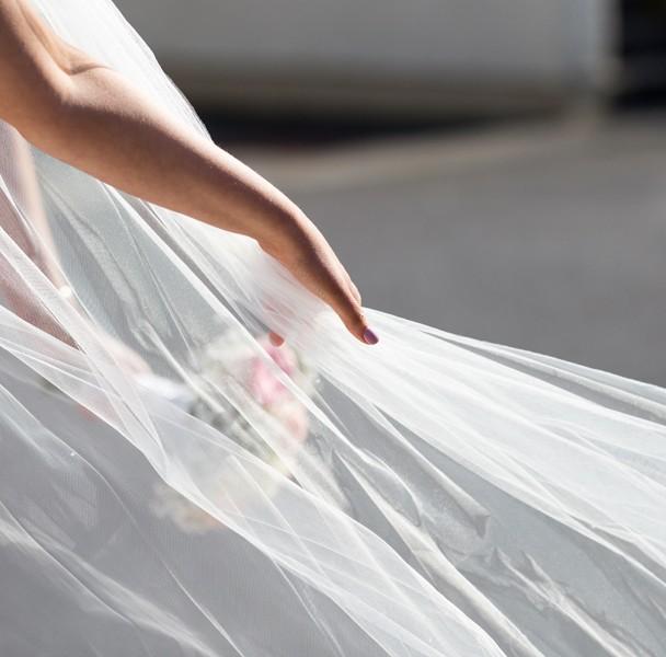 brides veil wedding photo
