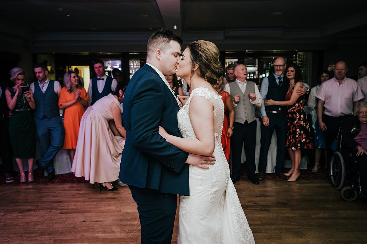 An Chuirt Hotel Gweedore Weddings the first dance