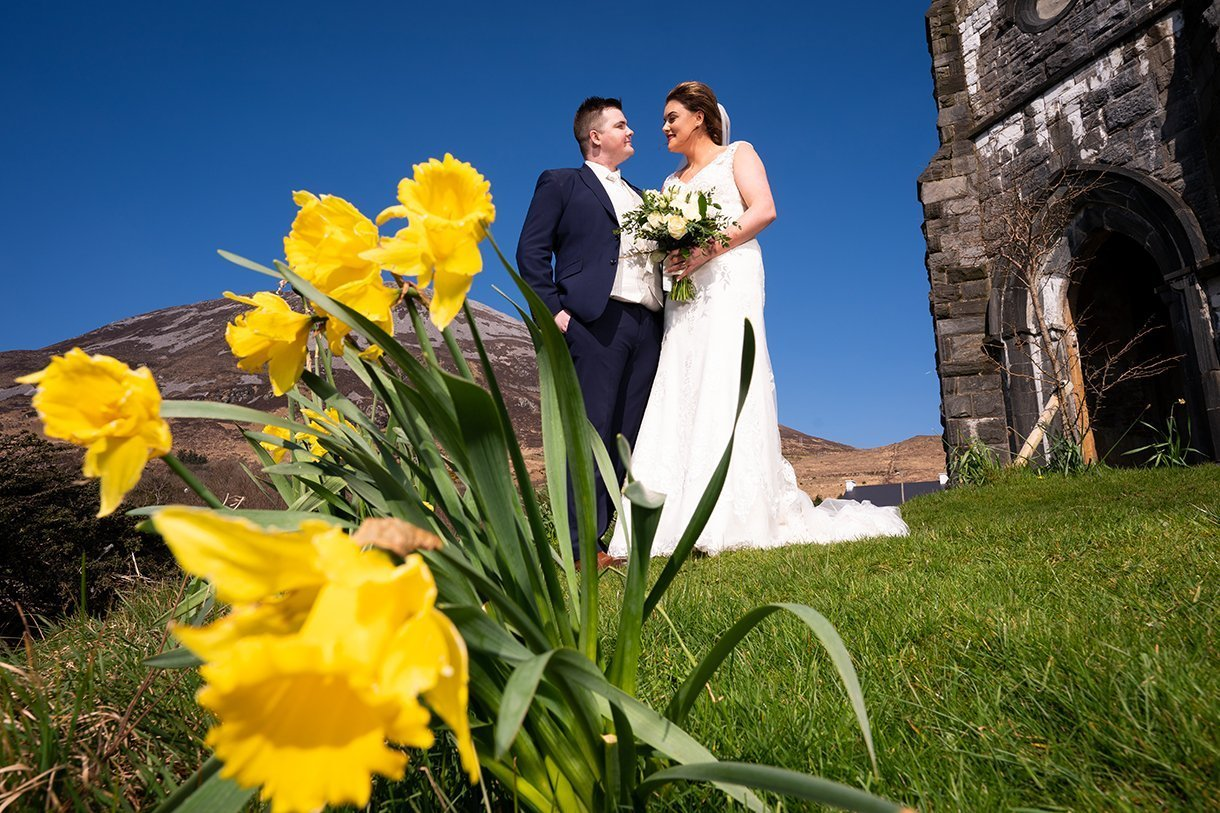 An Chuirt Hotel Gweedore Weddings bride and groom and daffodils
