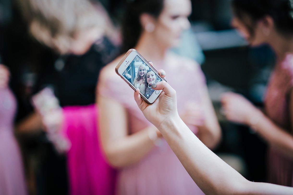 Waterfront Hotel Dungloe Wedding bride selfie